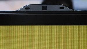 Câmera e microfones instalados na TV permitem o reconhecimento de gestos e de comandos de voz (Foto: Gustavo Petró/G1)