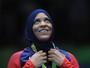 """Pioneira no uso do hijab pelos EUA leva bronze: """"Momento maior que eu"""""""