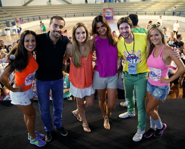 Essa galera botou o povo de Botucatu para dançar! (Foto: Domingão do Faustão / TV Globo)