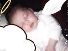 Sheila Mello posta foto da filha recém-nascida como se fosse um anjinho