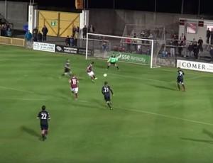 Jake Keegan faz gol Galway United