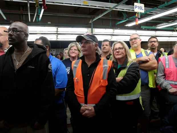 Trabalhadores da linha de montagem da Ford em Flat Rock, no Michigan (Foto: REUTERS/Rebecca Cook)