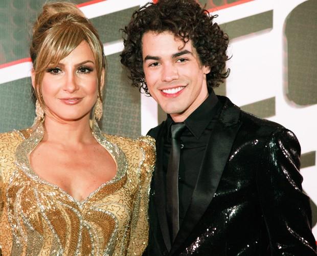 Claudia Leitte posa com Sam Alves (Foto: Ellen Soares/TV Globo)
