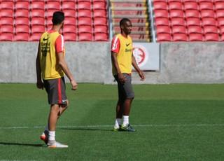 Réver e Juan treinam para encarar o Joinville (Foto: Eduardo Deconto)