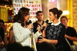 Julia Lemmertz e Bruna Marquezine no evento de Em Família (Foto: Globo/João Miguel Júnior)