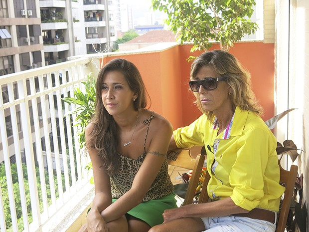 """Amanda (a esquerda) e Tania (a direita) definem Alexandre como """"paizão"""" (Foto: Guilherme Lucio / G1)"""