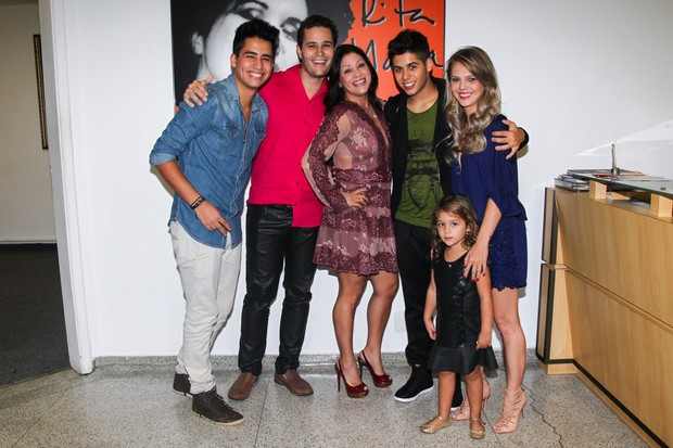 Matheus, Pedro Leonardo, Mariana Costa (irmã de Leonardo), Zé Felipe, Thais Gebelein e Maria Sophia (Foto: Manuela Scarpa/Photo Rio News)