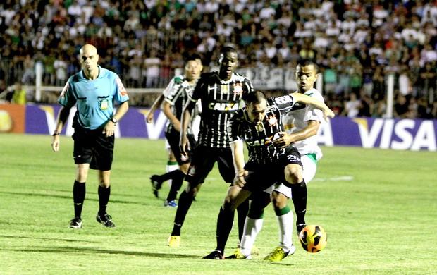 Danilo Luverdense e Corinthians (Foto: Chico Ferreira / Futura Press)
