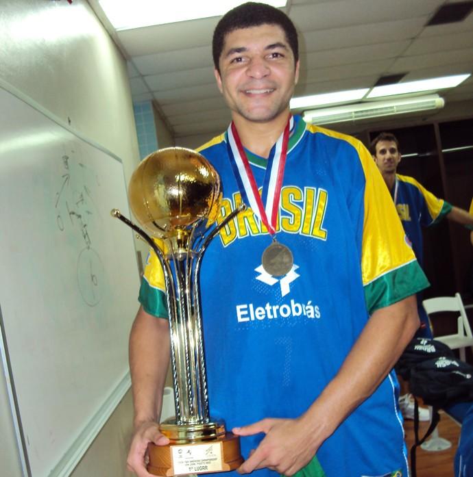 Olivinha no Super Four pela seleção brasileira de basquete em 2009 (Foto: Arquivo Pessoal)