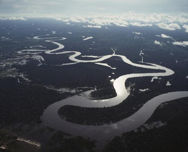 Imagem aérea mostra floresta em torno dos rios Nanay e Amazonas, próximo a Iquitos, no Peru (Foto: Arquivo/Luisa Ricciarini/Leemage/AFP)