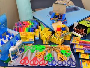 Kits escolares começam a ser entregues nesta quarta-feira (4) (Foto: Divulgação/Secom)