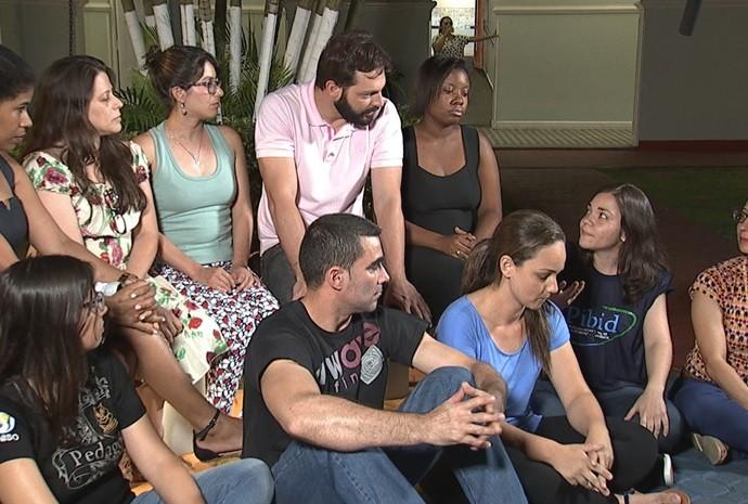 Debate: os professores e os futuros professores (Foto: Reprodução / TV TEM)