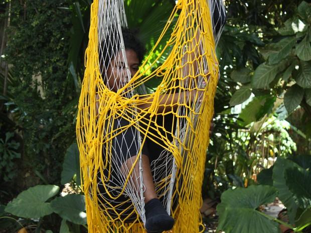 Integrante do grupo Projeto Vertigem, Marina Trindade apresenta, no Porto Vasconcelos, Enredar-se (Foto: Débora Flor)