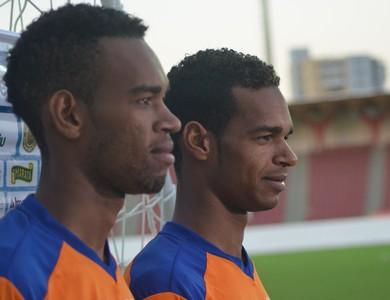 Anderson e Valdo, irmãos no Confiança (Foto: Felipe Martins/GloboEsporte.com)