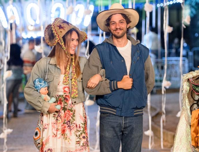 Isabelle Drummond e Chay Suede são Helô e Pedro em 'A Lei do Amor' (Foto: Ramon Vasconcelos/TV Globo)