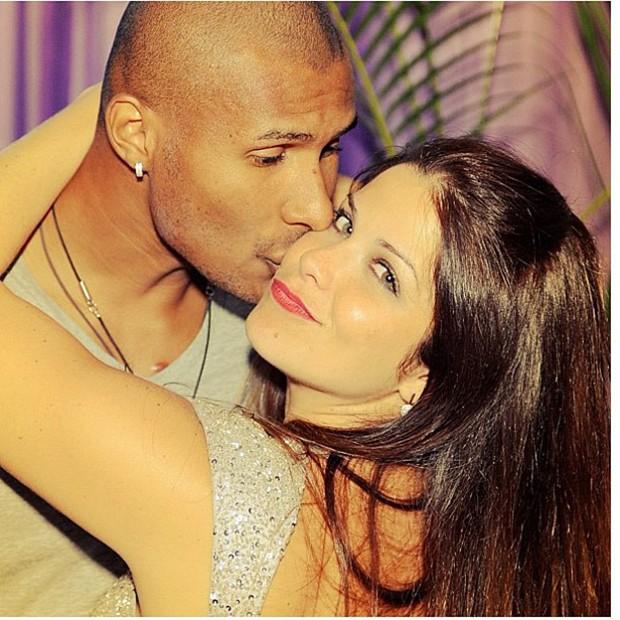 Samara Felippo posta foto com o marido (Foto: Instagram / Reprodução)