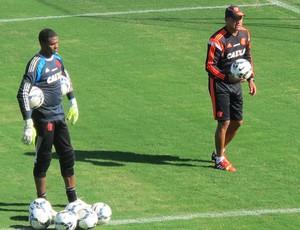 Wagner Miranda, Felipe e Paulo Victor Flamengo treino goleiro (Foto: Hector Werlang)