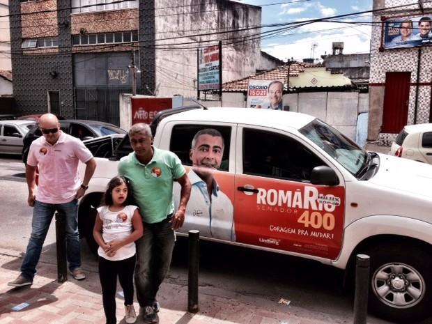 Romário chegou para votar por volta de 10h20 (Foto: Priscilla Souza/G1)