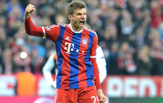 Thomas Muller comemora gol do Bayern de Munique contra o Shakhtar (Foto: Agência AP )