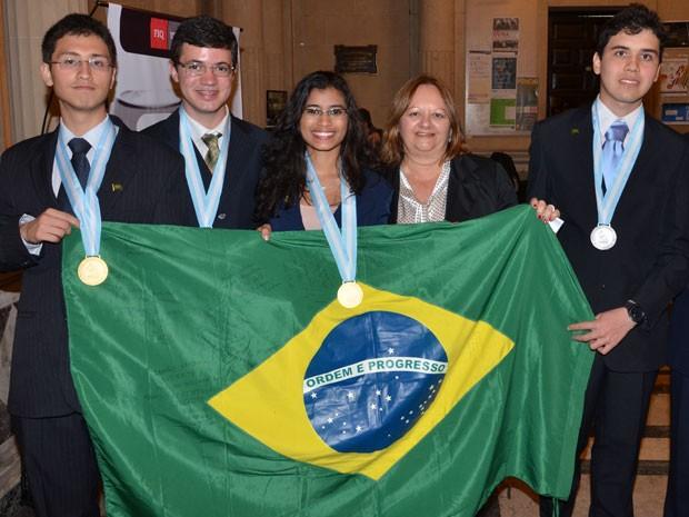 Equipe brasileira na olimpíada de química (Foto: Arquivo pessoal)