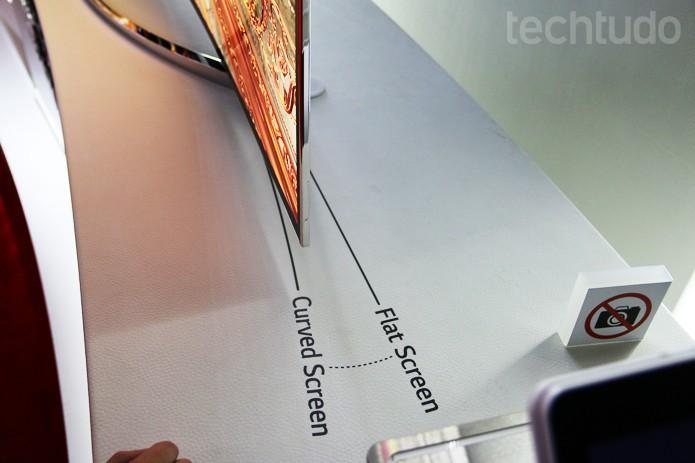 LG mostra modelo de TV com 77 polegadas, OLED e tela curva na CES 2014 (Foto: Fabrício Vitorino/TechTudo)