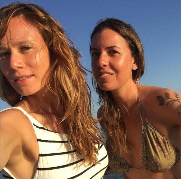 Mariana Ximenes e Morena Leite (Foto: Reprodução)