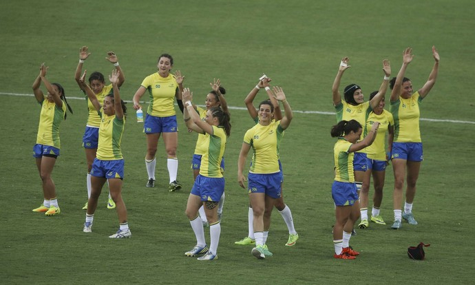 Brasileiras comemoram, rugby Brasil x Colômbia (Foto: REUTERS/Phil Noble)