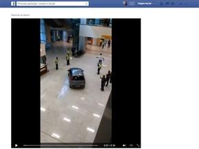 Motorista invadiu saguão do aeroporto de Guarulhos neste sábado (18) (Foto: Reprodução Facebook)