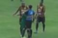 'Impulso', diz jogador que abraçou árbitro no Carioca após pênalti a favor; veja (Reproduçaõ)