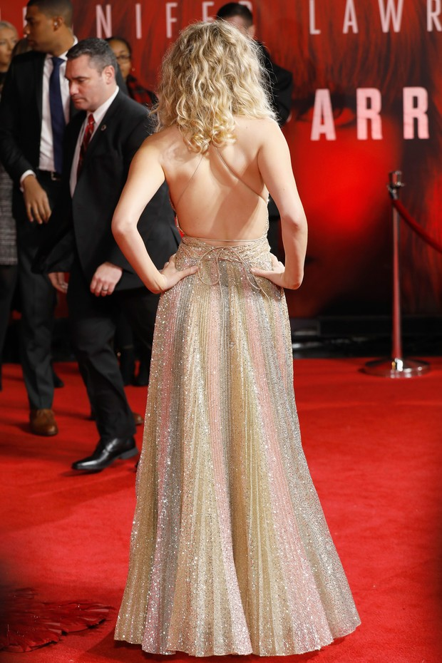 Jennifer Lawrence leva...