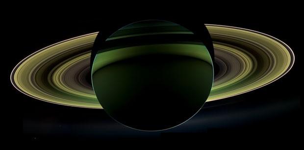 Planeta Saturno foi fotografado de sua sombra (Foto: Nasa/JPL-Caltech/Space Science Institute)