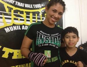 Cristiane de Jesus Oliveira, de 31 anos, incentivou o filho Felipe Oliveira, de 9 anos (Foto: Franciele do Vale)
