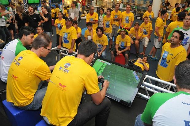 Centenas de participantes encararam o desafio no FIFA (Foto: Divulgação)