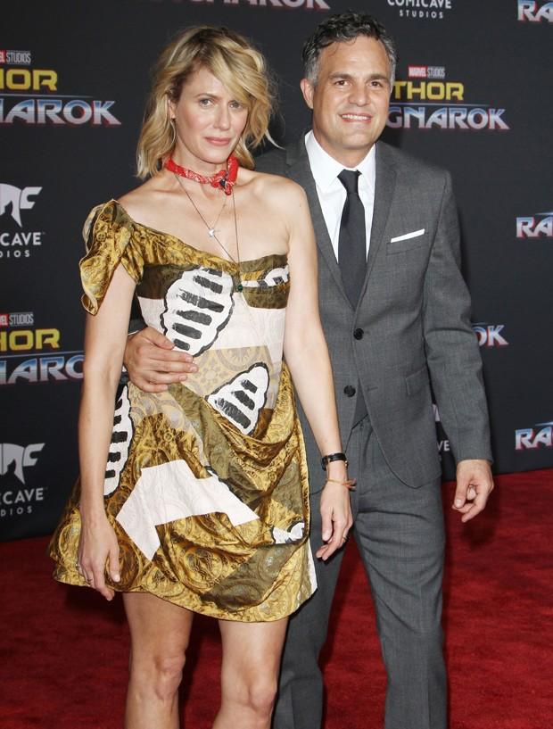 O casal Mark Ruffalo e Sunrise Coigney  (Foto: BackGrid)