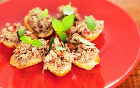 Carne louca desfiada: músculo bovino macio vira salada e canapé