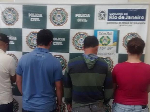 Suspeitos foram apresnetado à imprensa durante coletiva (Foto: Polícia Civil/Divulgação)