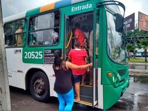 Ônibus em Salvador (Foto: Reprodução/TV Bahia)