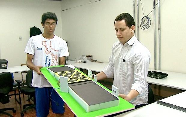 Estudantes de engenharia elétrica mostraram os projetos exibidos durante a Semana Nacional de Ciência e Tecnologia em Brasília (DF), no ano passado (Foto: Bom Dia Amazônia)