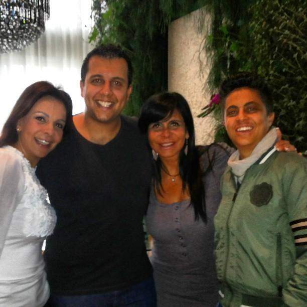 Tayan com as tias Sula Miranda e Gretchen e o primo Thammy (Foto: Divulgação)