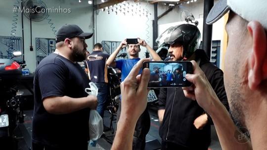 Sucesso na internet: o motoboy João da Nica vive dia de 'ostentação'