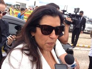 """A apresentadora Regina Casé, que gravou nesta manhã um entrevista com a presidente Dilma Rousseff para o programa Esquenta, em Brasília, disse que a posse de Barbosa é uma """" dia histórico"""".   (Foto: Priscilla Mendes/G1)"""