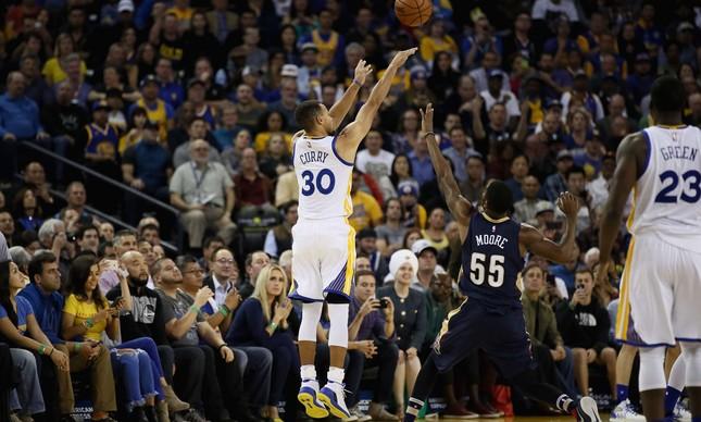 Stephen Curry quebrou o recorde de bolas de três pontos em uma partida