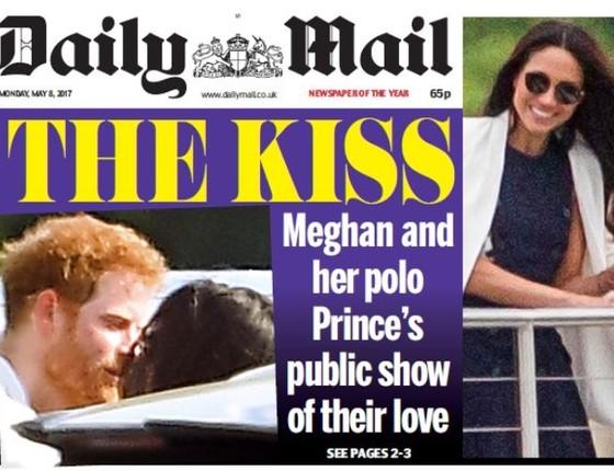 O flagra do primeiro beijo do Príncipe Harry na nova namorada foi publicado no Daily Mail (Foto: Reprodução)