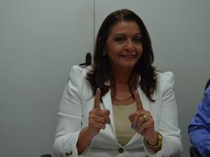 A candidata do PP, Suely Campos, chegou às 21h à TV Roraima, afiliada à Rede Amazônica; Ela participará do debate com o candidato Chico Rodrigues (PSB) (Foto: Anne de Freitas/G1)
