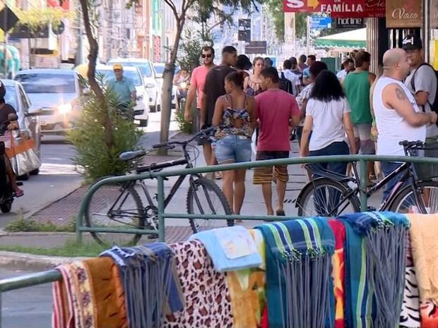 Comércio volta a abrir no Centro de Linhares (Foto: Reprodução/ TV Gazeta)