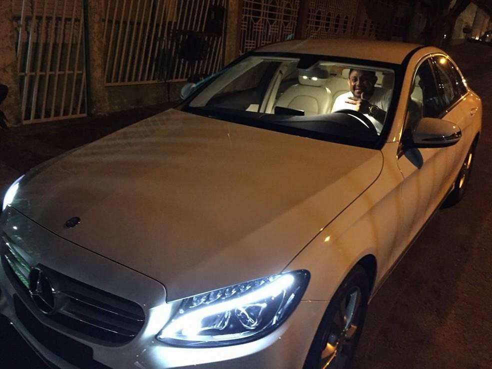 Líder de quadrilha aparece em carro de luxo (Foto: Polícia Civil/Divulgação)