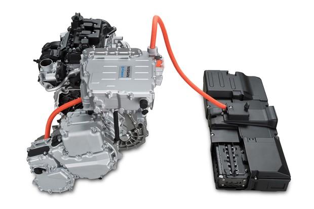 Pequeno pack de baterias é alimentado por motor convencional 1.2 (Foto: Divulgação)