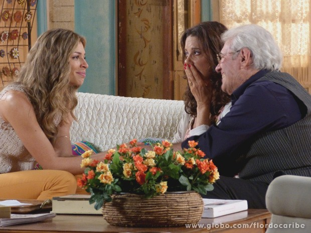 Ester promete ao pai espionar tudo dentro da casa dos Albuquerque (Foto: Flor do Caribe / TV Globo)