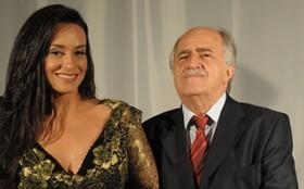 'É difícil eu ter vergonha', diz Suzana Pires sobre cenas quentes com Ary Fontoura