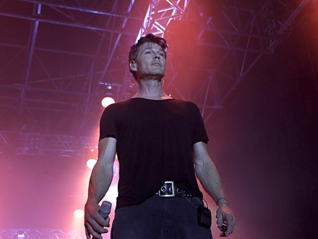 O vocalista do A-ha, Morten Harket, durante show da banda no Net Live Brasília (Foto: Vianey Bentes/TV Globo)